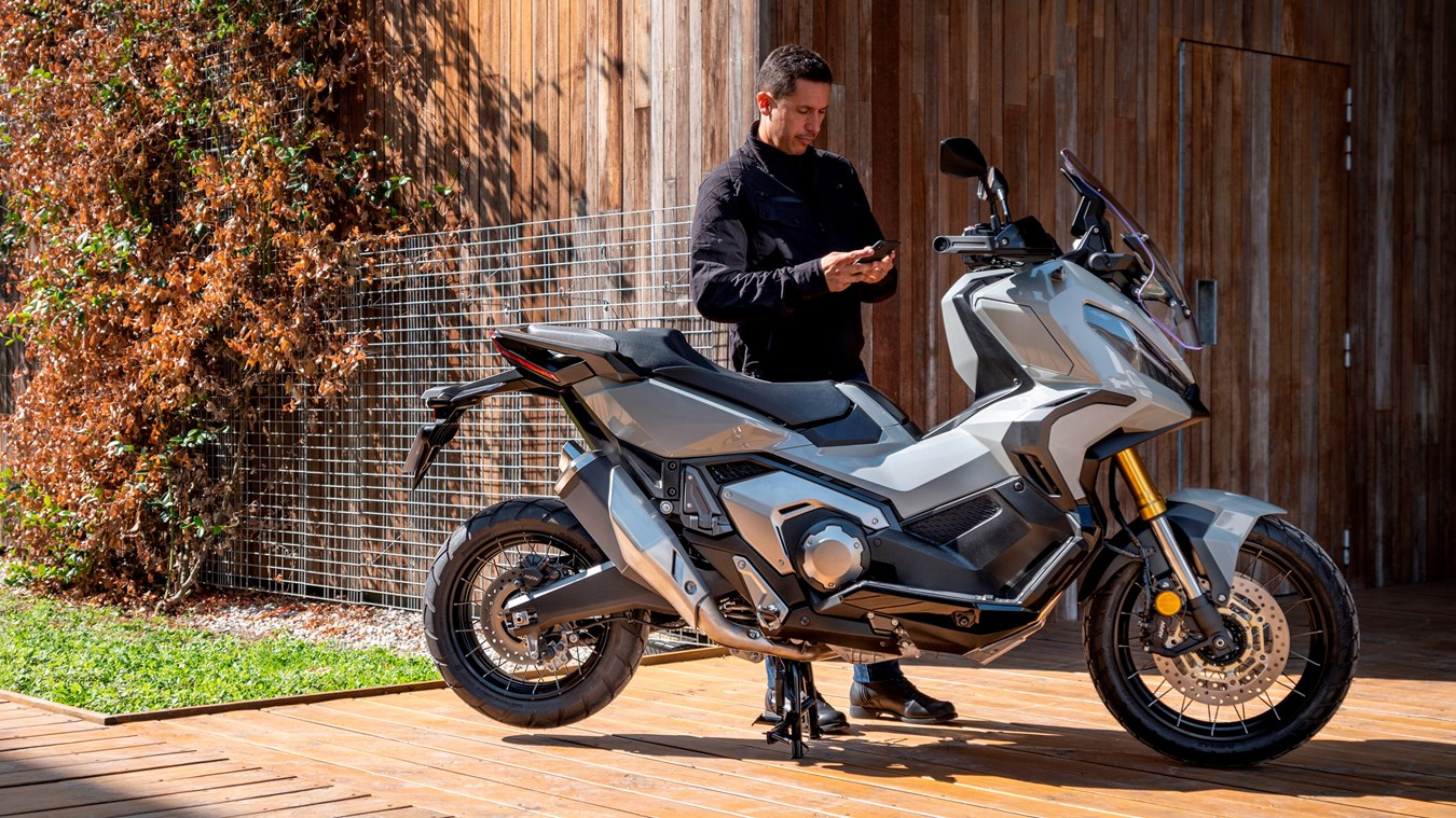 honda smartphone voice control system and honda roadsync app for motorcycles