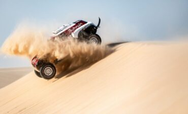 2021 dakar rally minis peterhansel still in the lead but by smaller margin